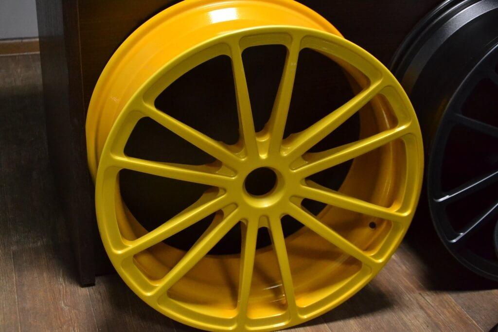 Порошковая покраска диска - желтый цвет